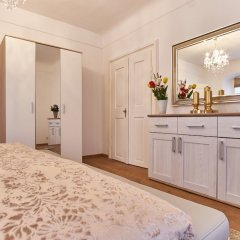 Апартаменты Charles Bridge Royal Apartment комната для гостей фото 4