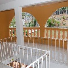 Отель Enchanted Villas and Guest House балкон