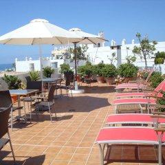 Отель Almadraba Conil Испания, Кониль-де-ла-Фронтера - отзывы, цены и фото номеров - забронировать отель Almadraba Conil онлайн бассейн