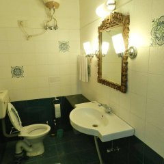 Om Niwas Suite Hotel ванная