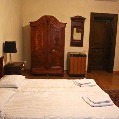 Отель British Club Львов сейф в номере