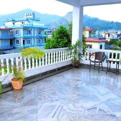 Отель Crown Himalayas Непал, Покхара - отзывы, цены и фото номеров - забронировать отель Crown Himalayas онлайн балкон