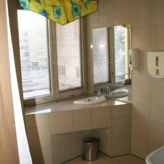 Отель Simple Druskininkai Литва, Друскининкай - 3 отзыва об отеле, цены и фото номеров - забронировать отель Simple Druskininkai онлайн ванная