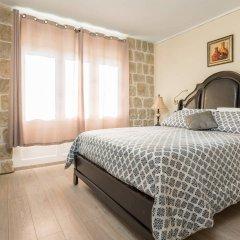 Отель Palace Queen Mary Luxury Rooms комната для гостей