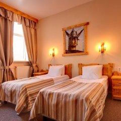 Гостиница Алеша Попович Двор комната для гостей