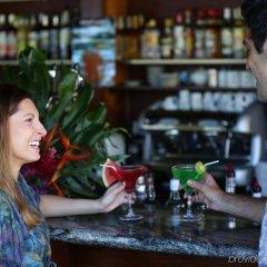 Отель Tahiti Pearl Beach Resort Французская Полинезия, Аруе - отзывы, цены и фото номеров - забронировать отель Tahiti Pearl Beach Resort онлайн гостиничный бар