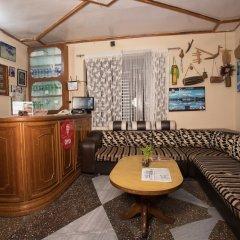 Отель OYO 198 Hotel Lake Diamond Непал, Покхара - отзывы, цены и фото номеров - забронировать отель OYO 198 Hotel Lake Diamond онлайн интерьер отеля фото 2