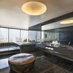 W Bangkok Hotel бассейн