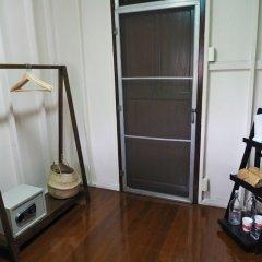 Отель 24 Samsen Heritage House Бангкок сейф в номере
