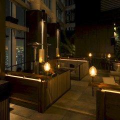 Отель Andaz Tokyo Toranomon Hills - a concept by Hyatt Япония, Токио - 1 отзыв об отеле, цены и фото номеров - забронировать отель Andaz Tokyo Toranomon Hills - a concept by Hyatt онлайн балкон
