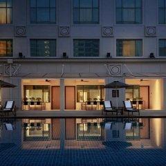 Отель JW Marriott Hotel, Kuala Lumpur Малайзия, Куала-Лумпур - отзывы, цены и фото номеров - забронировать отель JW Marriott Hotel, Kuala Lumpur онлайн бассейн