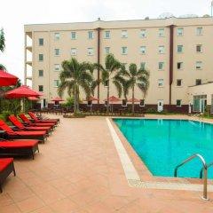 Отель Ibis Lagos Airport Нигерия, Лагос - отзывы, цены и фото номеров - забронировать отель Ibis Lagos Airport онлайн бассейн фото 3