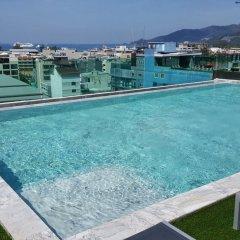 At Patong Hotel бассейн фото 2