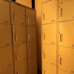 Krit Hostel Бангкок сейф в номере