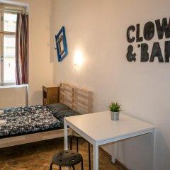 Отель Clown and Bard Hostel Чехия, Прага - отзывы, цены и фото номеров - забронировать отель Clown and Bard Hostel онлайн комната для гостей фото 2