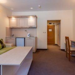 Апартаменты Quiet One Bedroom Apartment with Kitchenette in Avalon Complex в номере