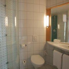 Отель Ibis Kaunas Centre Литва, Каунас - 9 отзывов об отеле, цены и фото номеров - забронировать отель Ibis Kaunas Centre онлайн ванная