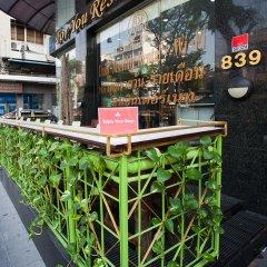 Отель ZEN Rooms Silom Soi 17 гостиничный бар