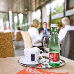 Отель ibis Styles Wien Messe Prater Австрия, Вена - отзывы, цены и фото номеров - забронировать отель ibis Styles Wien Messe Prater онлайн гостиничный бар