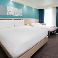 Отель Hampton by Hilton London Docklands комната для гостей
