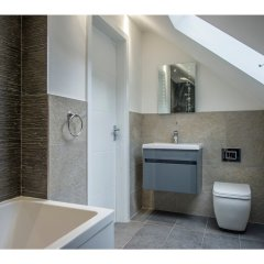 Отель Modern, Stunning and Elegant 2 Bedroom Apt for 4 ванная