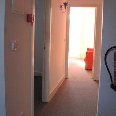 Отель Koolhouse Porto сейф в номере