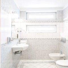 Отель Qubus Hotel Wroclaw Польша, Вроцлав - 1 отзыв об отеле, цены и фото номеров - забронировать отель Qubus Hotel Wroclaw онлайн ванная