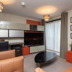 Отель Lovely 2 Bed Flat - Airport/piccadilly Friendly комната для гостей фото 5