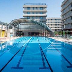 Отель Tryp Madrid Airport Suites бассейн