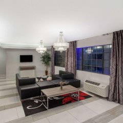 Отель Ramada by Wyndham Culver City комната для гостей