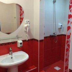 Гостиница Клуб Отель Фора в Кургане отзывы, цены и фото номеров - забронировать гостиницу Клуб Отель Фора онлайн Курган ванная