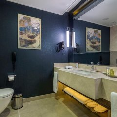 Отель DoubleTree by Hilton Istanbul Topkapi ванная фото 2