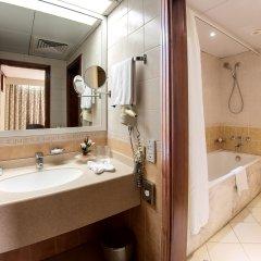 Отель Occidental Sharjah Grand ОАЭ, Шарджа - 8 отзывов об отеле, цены и фото номеров - забронировать отель Occidental Sharjah Grand онлайн ванная