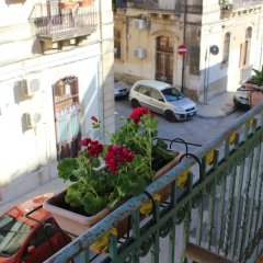 Апартаменты Apartment With 2 Bedrooms in Siracusa, With Wonderful City View, Furnished Balcony and Wifi - 300 m From the Beach Сиракуза балкон