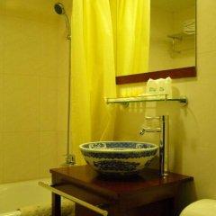 Отель Lu Song Yuan Китай, Пекин - отзывы, цены и фото номеров - забронировать отель Lu Song Yuan онлайн ванная
