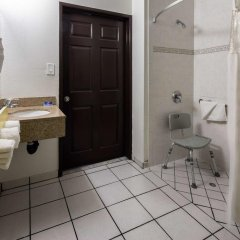 Отель Motel 6 Canoga Park США, Лос-Анджелес - отзывы, цены и фото номеров - забронировать отель Motel 6 Canoga Park онлайн ванная фото 2