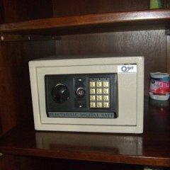 Отель Baan Kittima сейф в номере