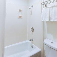 Отель Hollywood Inn Express South США, Лос-Анджелес - отзывы, цены и фото номеров - забронировать отель Hollywood Inn Express South онлайн ванная фото 2