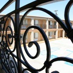 Отель Rodeway Inn & Suites Pacific Coast Highway США, Лос-Анджелес - отзывы, цены и фото номеров - забронировать отель Rodeway Inn & Suites Pacific Coast Highway онлайн балкон