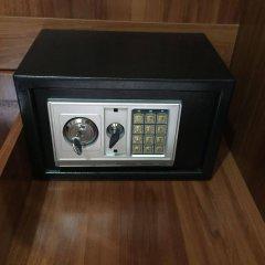 Отель Baan Rim Lay Ланта сейф в номере