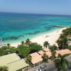 Отель Sundown Beach Studio At Montego Bay Club Ямайка, Монтего-Бей - отзывы, цены и фото номеров - забронировать отель Sundown Beach Studio At Montego Bay Club онлайн пляж фото 2