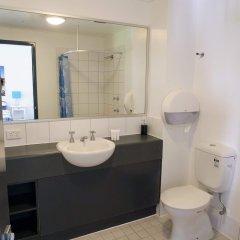 Отель Base Backpackers Brisbane Uptown - Hostel Австралия, Брисбен - отзывы, цены и фото номеров - забронировать отель Base Backpackers Brisbane Uptown - Hostel онлайн ванная