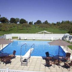 Отель Manoir dYouville бассейн
