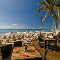 Encanto El Faro Luxury Ocean Front Condo Hotel Плая-дель-Кармен пляж