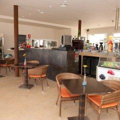 Отель Apartamentos Sol Romantica гостиничный бар