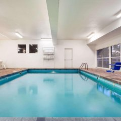 Отель Baymont by Wyndham Dale бассейн