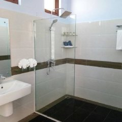 Отель Royal Airstrip Hotel Мьянма, Хехо - отзывы, цены и фото номеров - забронировать отель Royal Airstrip Hotel онлайн ванная фото 2