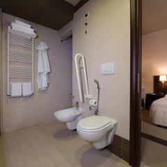 Отель CDH Hotel Parma & Congressi Италия, Парма - отзывы, цены и фото номеров - забронировать отель CDH Hotel Parma & Congressi онлайн ванная фото 2