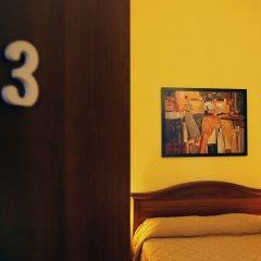 Отель B&B Carlo Felice сейф в номере