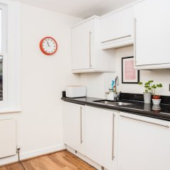 Отель 2 Bedroom Home In Islington в номере